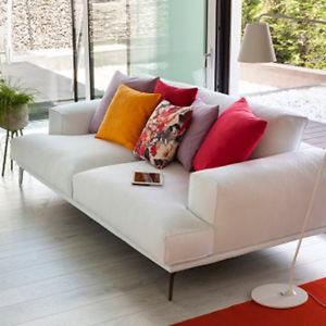 Profondità Large. Il divano aumenta la propria profondità di 25 cm e diventa perfetto per chi ama distendersi, non semplicemente sedersi un altro modo di interpretare il relax