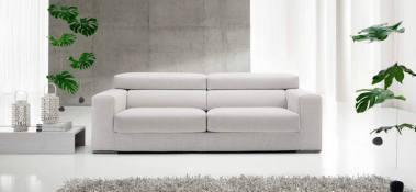Il divano 2 posti Maxi è lineare , ma le sedute si allungano e diventano ancora più confortevoli