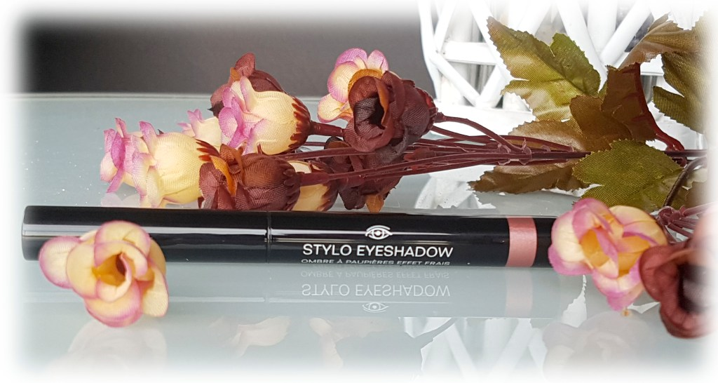 Сенки на стик от Chanel: Stylo Eyeshadow in No.177 Rose Petale