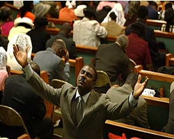 Congrégation religieuse de l'Eglise Baptiste Haïtienne Emmanuel dans la communauté Haïtienne de Miami.