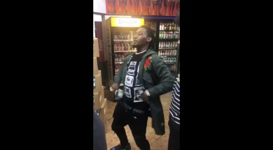 Offset-from-the-Migos-sees-his-Rap-Snacks-in-Stores-and-Buys-out-the-Entire-Stock