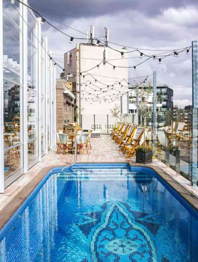 poolside dining at the curtain hotel london