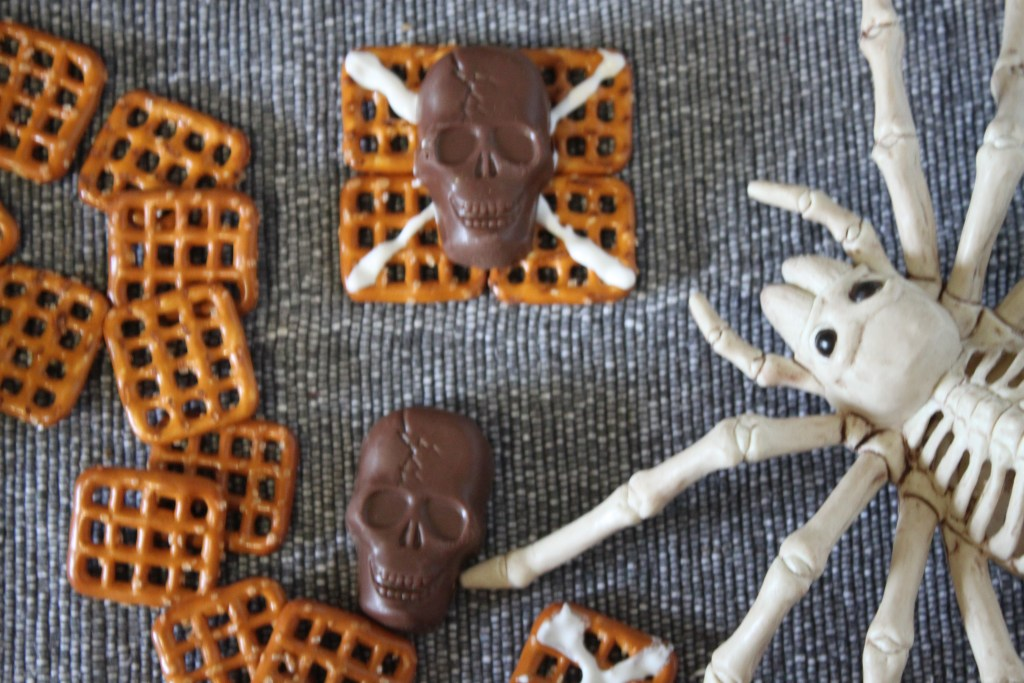 Butterfinger skulls cup recipes for fall and Halloween