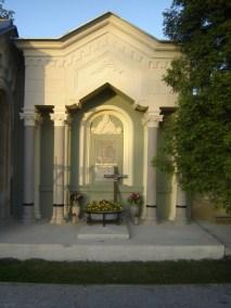 Grobnica Martinjak - restauracija - prije i poslije (6)