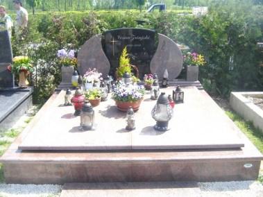 Nadgrobni spomenici (118)