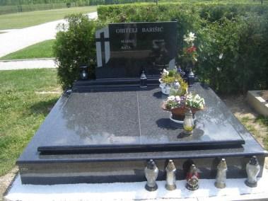 Nadgrobni spomenici (120)