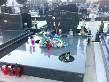 Nadgrobni spomenici (30)