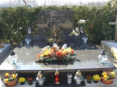 Nadgrobni spomenici (54)