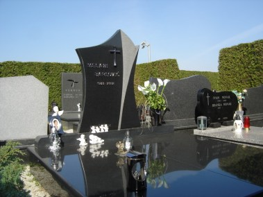 Nadgrobni spomenici (64)