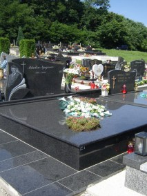Nadgrobni spomenici (98)
