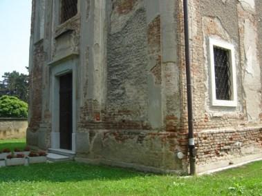 Sakralni objekti - kameni okviri prozora, portala i kuteva (2)