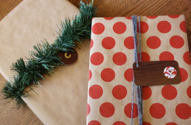 Making A Merry Christmas: Woodgrain Gift Tags!