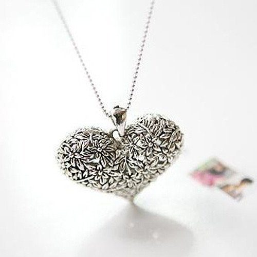 Exquisite Carving Heart-shaped Necklace