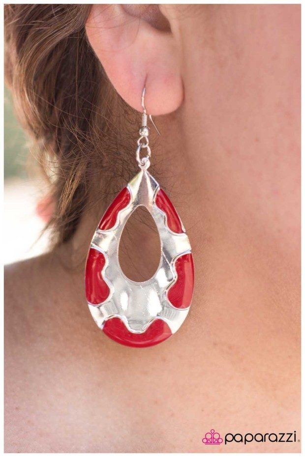 red accessories 2