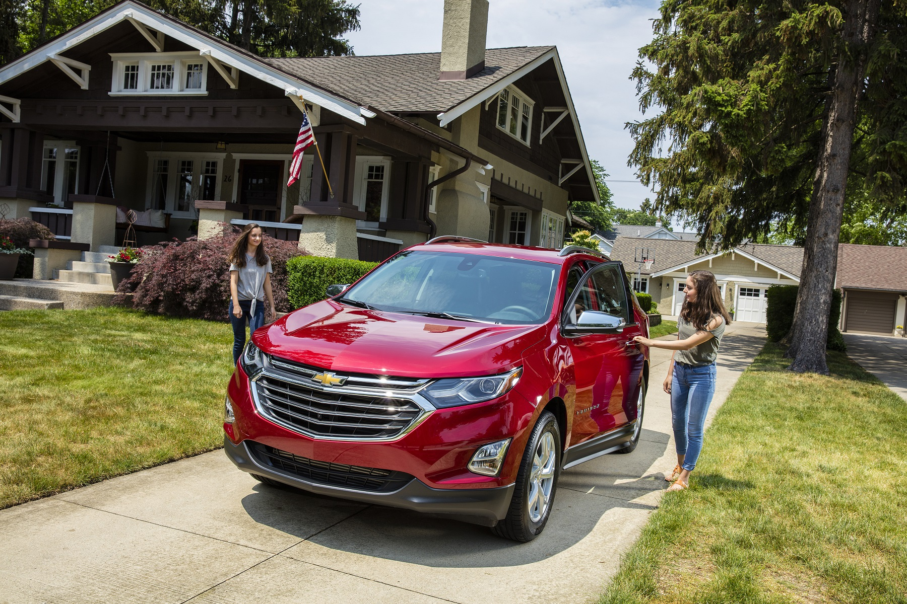 hight resolution of manufacturer photo the new 2018 equinox s expressive exterior has a lean muscular skin echoing
