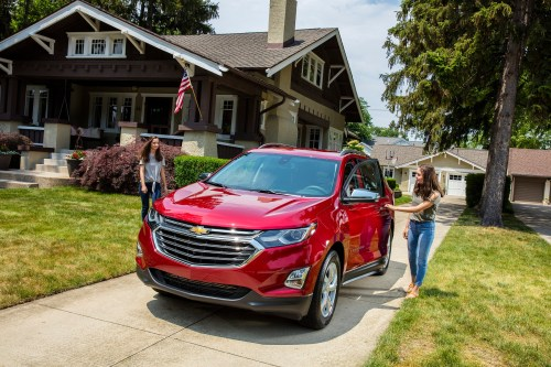 small resolution of manufacturer photo the new 2018 equinox s expressive exterior has a lean muscular skin echoing