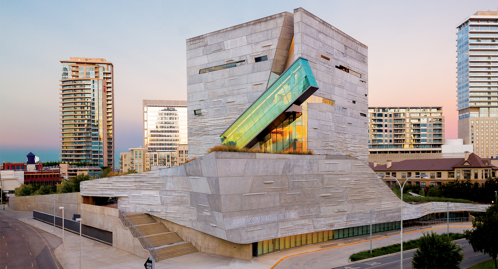 Dinaledi Chamber and Lee Berger's Discoveries in VR at the Perot Museum