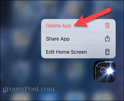 Нажмите «Удалить приложение» во всплывающем меню iPhone.