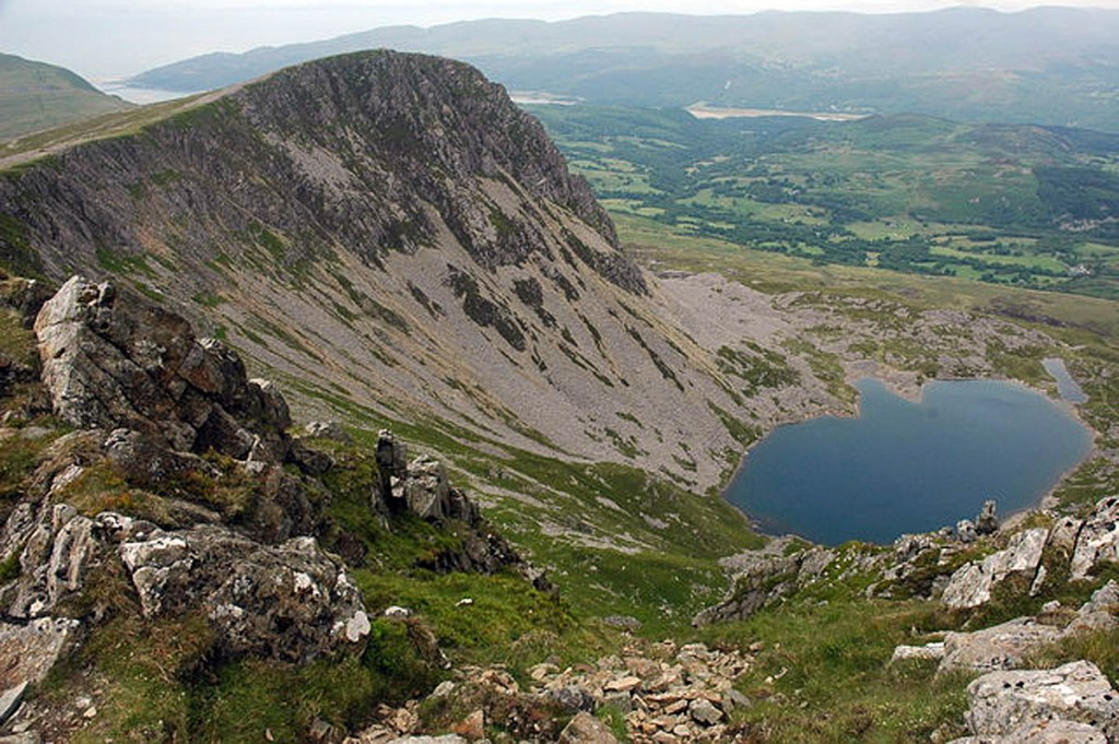 The reason i chose cadair is because of the close proximity it has to our base in wales. Grough Rescuers Praise Selfless Walkers Who Found Injured Woman In Ditch On Cadair Idris