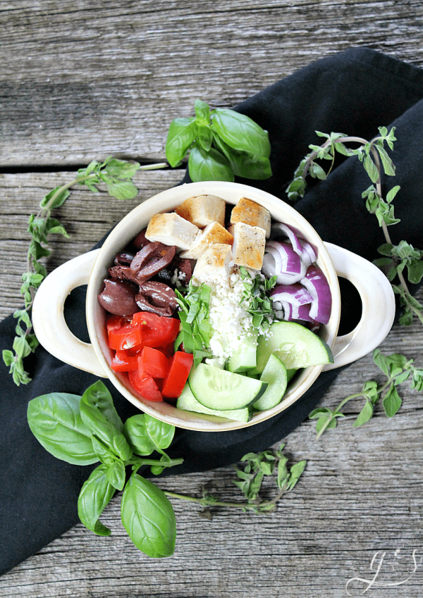 The BEST Skinny Greek Salad   This healthy and clean eating salad is easy, authentic, and ahhhhmazing! Throw together all the veggies, grilled chicken, herbs, cheese, and olives then go crazy with the dressing. Use balsamic vinegar, extra virgin olive oil, and salt and pepper to make this a truly delicious dinner or gluten-free lunch. Add cooked quinoa to make it vegetarian or omit the chicken and quinoa and serve as a chopped salad side dish. 21 Day Fix   Vegan Meal Version   Simple