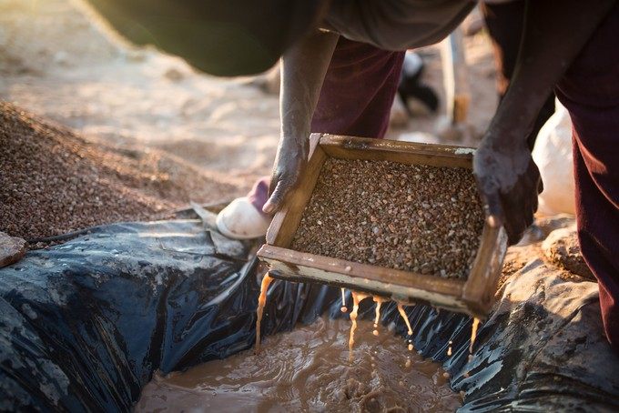Photo of diamonds being sifted