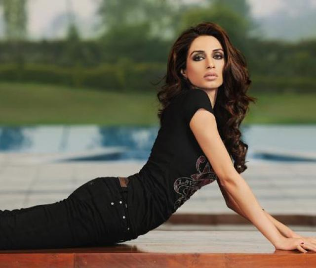 Beautiful Pakistani Actress Iman Ali