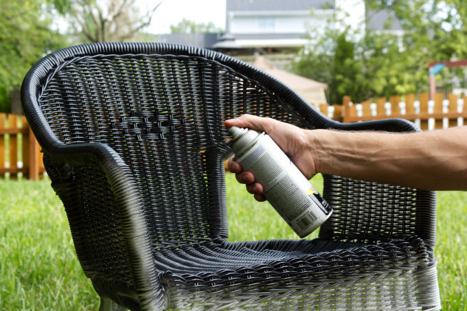 Wicker patio chairs spray painting DIY porch decor