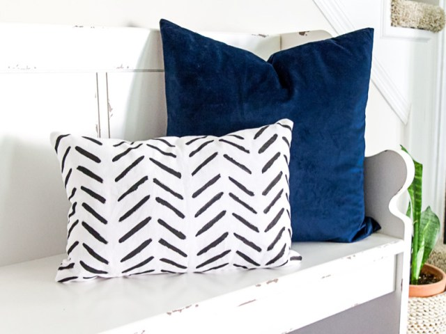 DIY Painted Pillow Cover Geometric Arrow Pattern Black and White