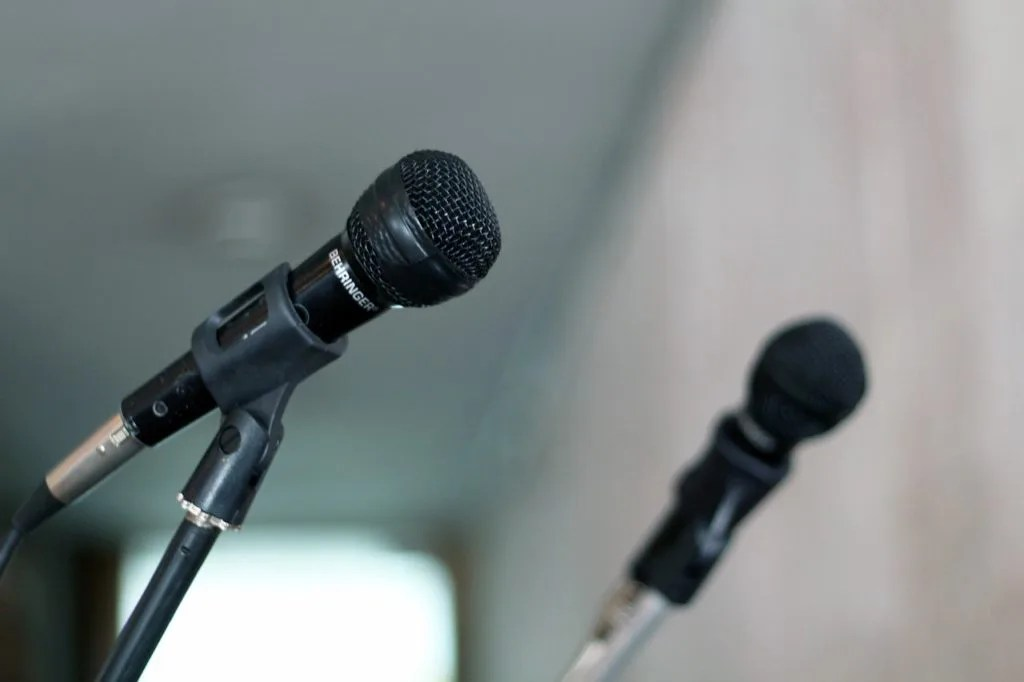 microphone-570506_1280