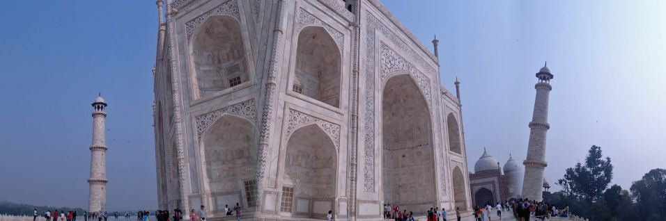 Awesomely weird panorama of the Taj Mahal