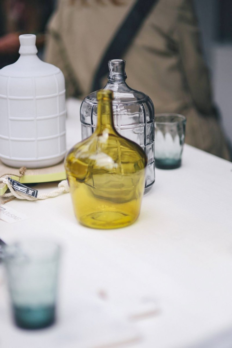 kaboompics_Yellow-decorational-bottle-on-a-table