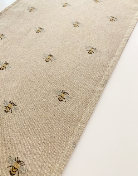 Bee-Table-runner-close-up