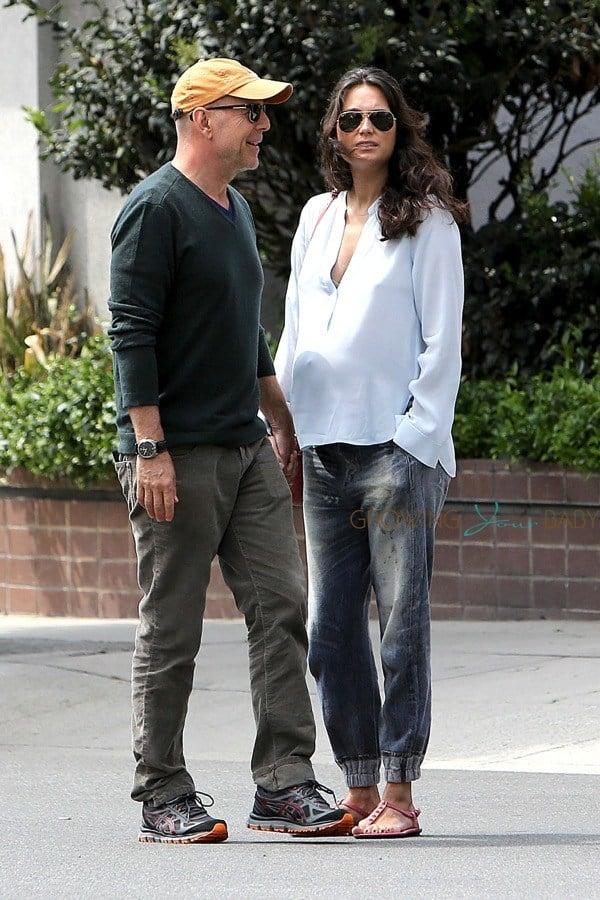 Celeb Meet up Alec  Hilaria Meet Up With Bruce  Emma in LA
