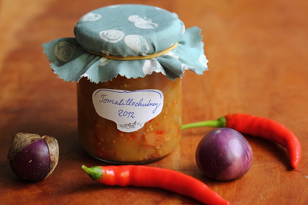 Hot tomatillo chutney