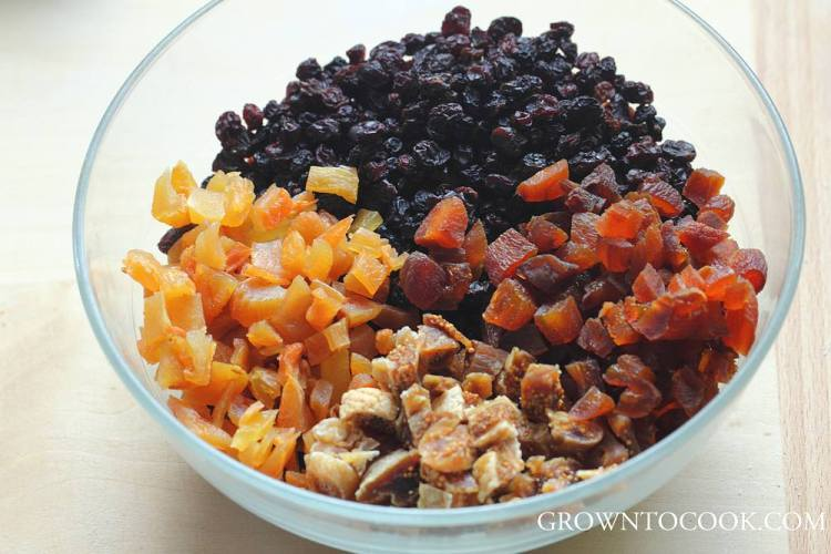 marinating dried fruits