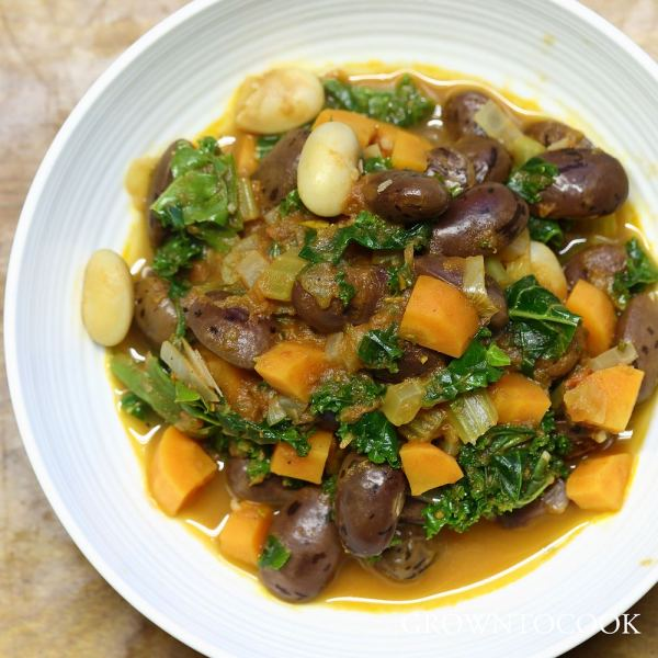 Bean stew with kale and rosemary