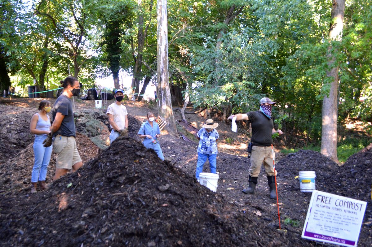 Master composters break it down… and build it back up