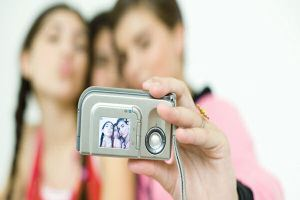 Find 10 apps great for taking selfies