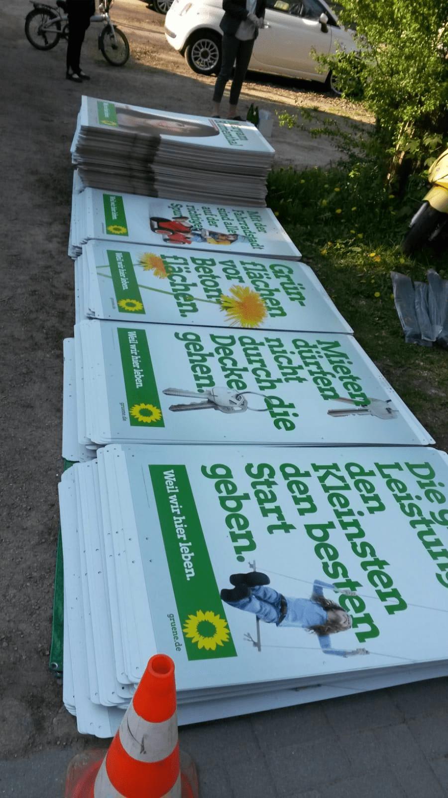 Die Plakate kommen