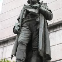 statua cirillo primo piano tutto