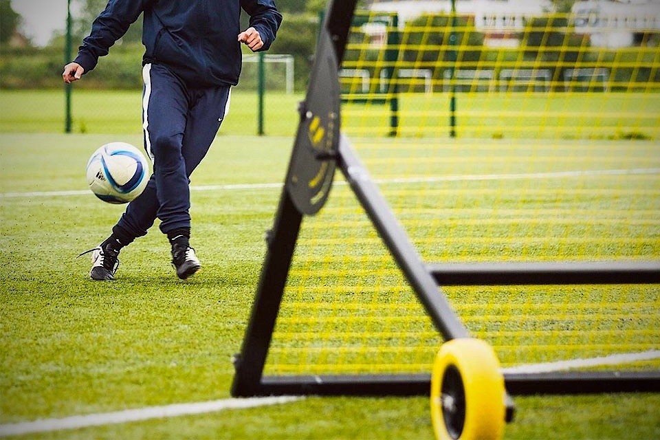 Muninsports m-Station Soccer Rebounder Improves Ball Skills