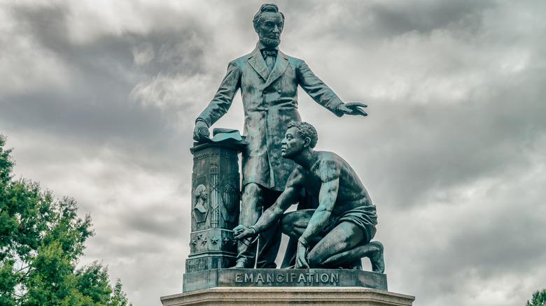Freedman's Memorial showing Lincoln and slave