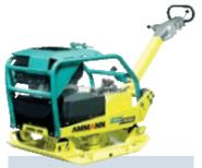 APH 7010 Potencia: 90,4 CV Peso: 365 kg Fuerza centrífuga: 70 kN Frecuencia: 46 Hz Profundidad de compactación: 90 cm Velocidad de avance: 28 m/min