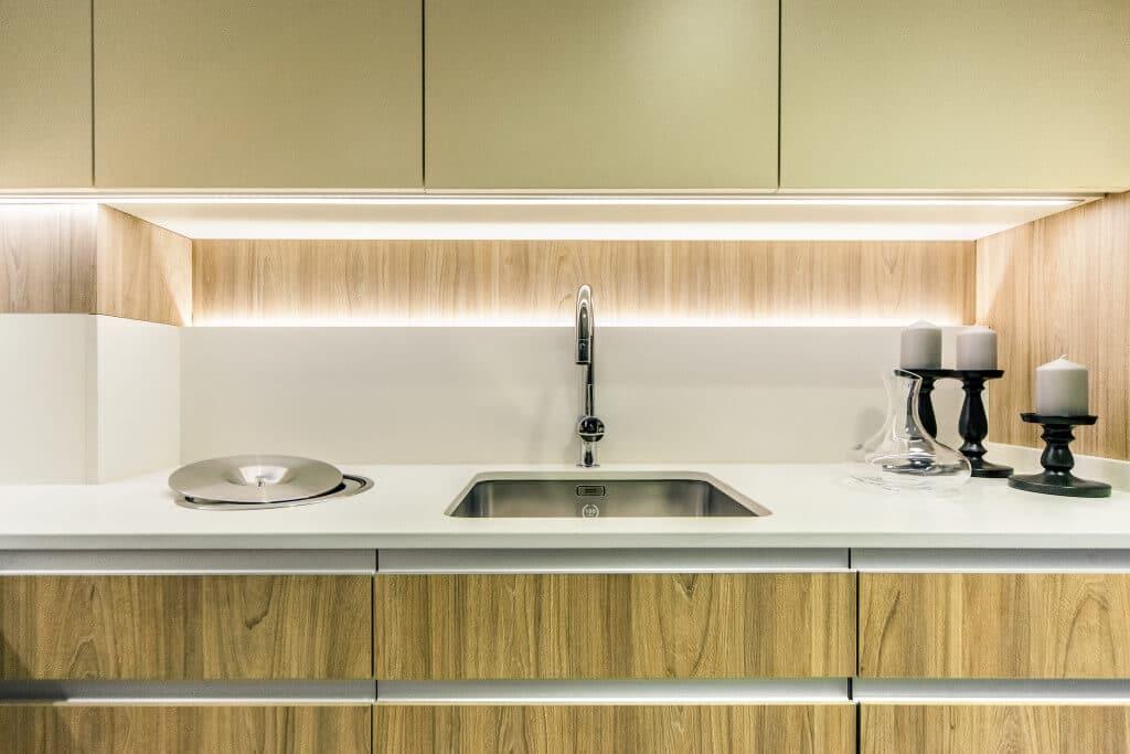 Iluminacin Cocinas  Luz Fra o Clida para Cocina  Coeco