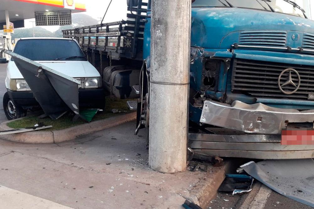 Após colisão caminhão invade posto em Rodovia que liga Limeira a Piracicaba