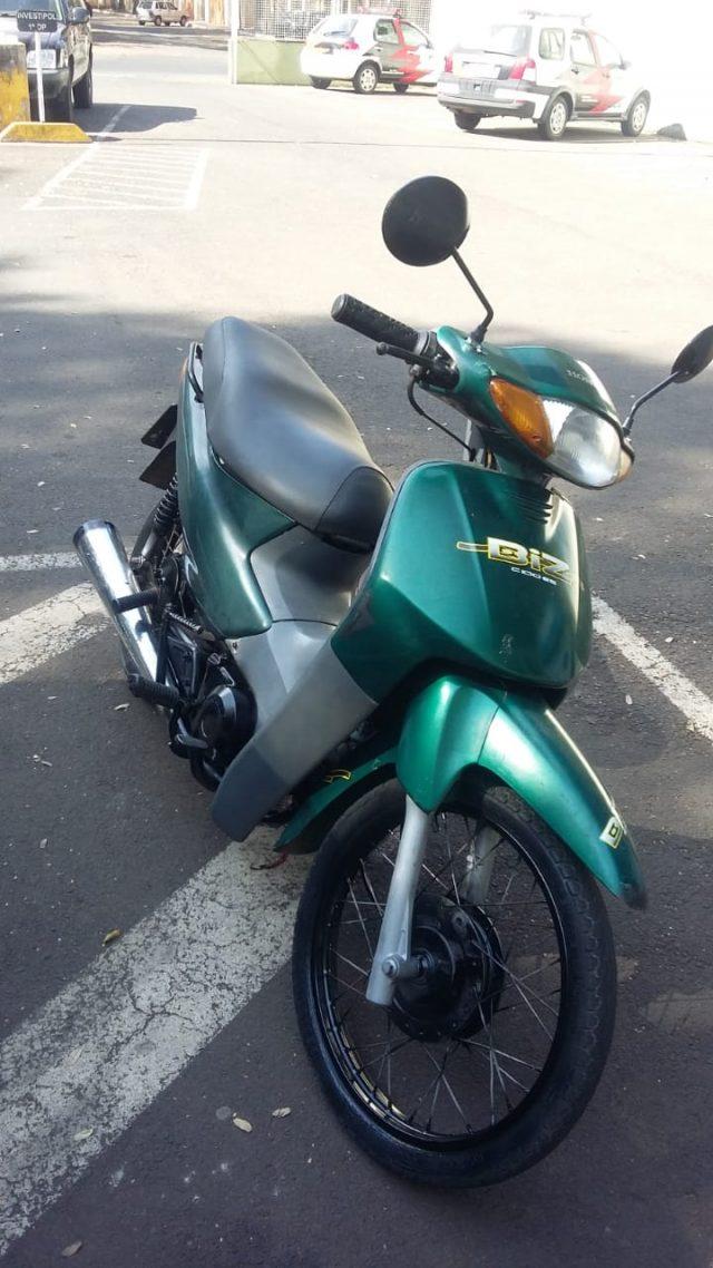 GCM detém menor conduzindo moto furtada em Rio Claro