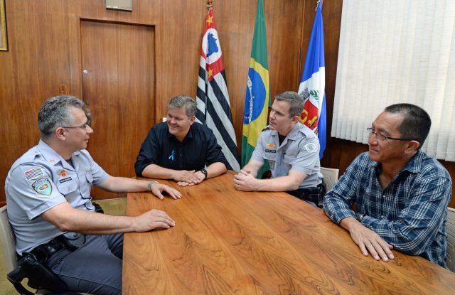 Prefeito se reúne com policiais rodoviários e discute trevo da Viviani
