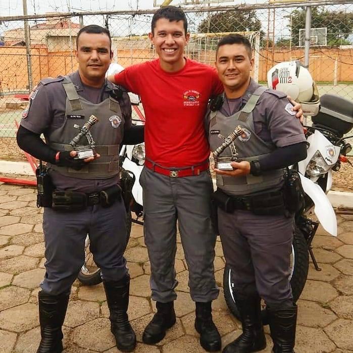 Policiais da ROCAM são homenageados por recuperar veículo roubado em Rio Claro