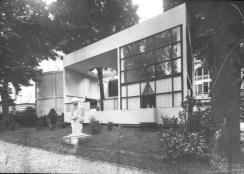 L'Esprit Nouveau pavilion by Le Corbusier, Paris 1925. Image courtesy of: ArchDaily.