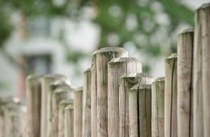 signs your fence needs to be repaired or replaced